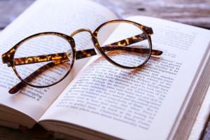老眼鏡フレーム多彩に!!眼鏡専門店Zoffがシニア開拓へ。